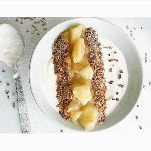 Ananas compote als topping in je smoothiebowl
