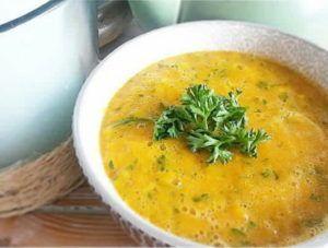 Gele groentesoep